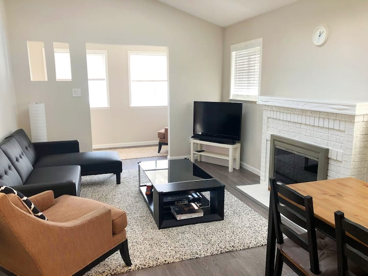 Cozy Cottage Very Close to Downtown and Caltrain