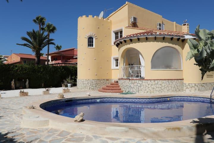 Haus in EL Campello mit eigenem Pool für 10 Gäste