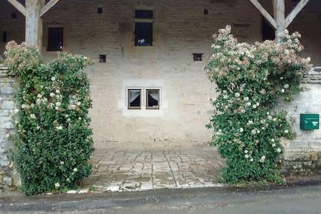 Le Coin Trouvé. 16C Templar house - Maine-de-Boixe