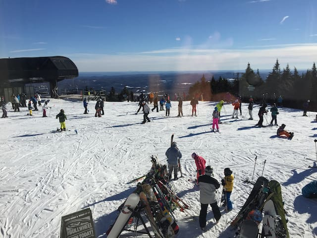 STRATTON MT SNOW Spring skiing FUN - Wardsboro - Hus