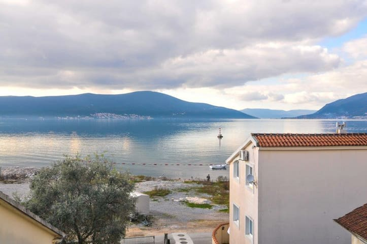 Hotel room: private beach & sea front view - Tivat - Overig