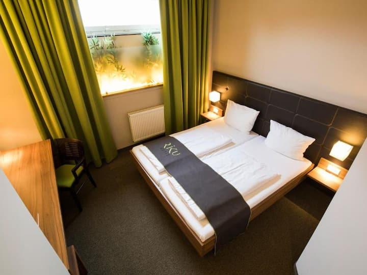 RiKu Hotel Neu-Ulm, (Neu-Ulm), Budget Doppelzimmer mit Dusche und WC (16 qm)