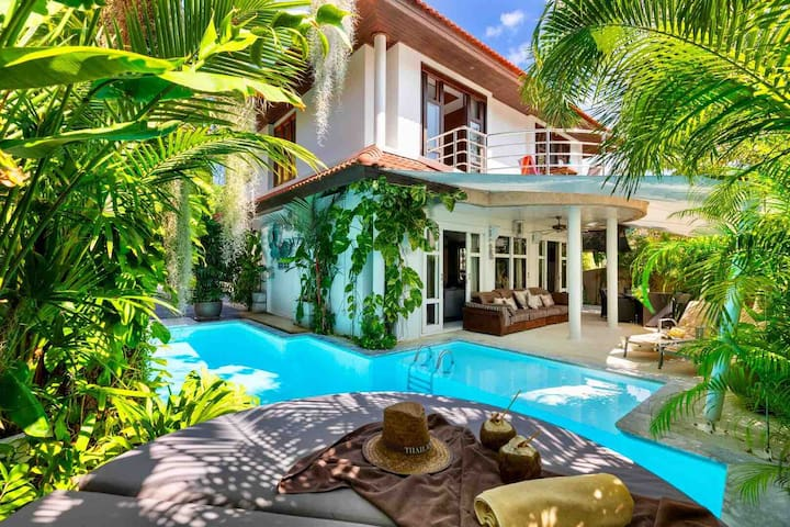 3 BR villa with beach and pool