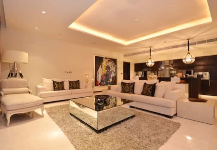 Palm Jumeirah Tiara Residence Stunning Room