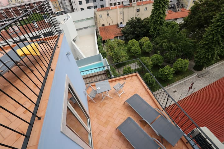 Private terrace with view to pool, garden, castle