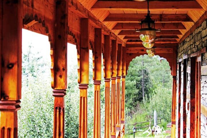 Pahadi Home | Pinewood cottage |Gem near Shimla