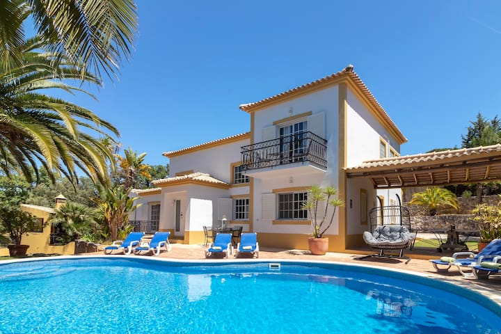 Villa Isabel, Stunning villa, Near Carvoeiro, Large BBQ area, 4 Bedrooms, Sleeps 8 + 2, Air-con, Poo