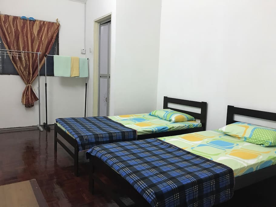 Master Bed with bathroom Comes with aircond RM80 per night