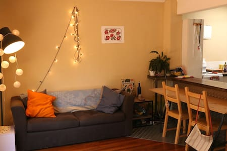 Cool and Light 1 B/R Apartment with Courtyard - Redfern
