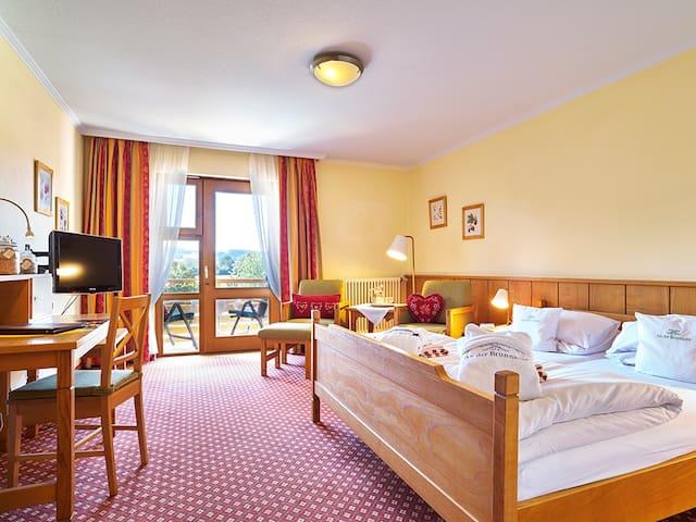 """Hotel """"An der Brunnader"""" garni (Bad Birnbach), Doppelzimmer mit Balkon"""