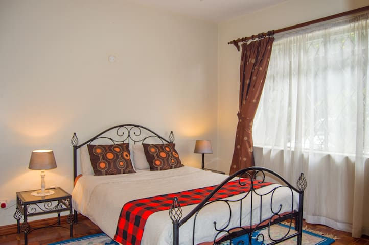 Cozy Room, Fast Wi-Fi & Easy Access.