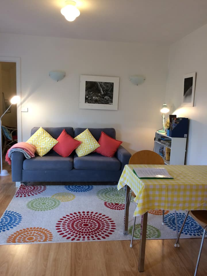 Private Apartment for Two in West Hobart.