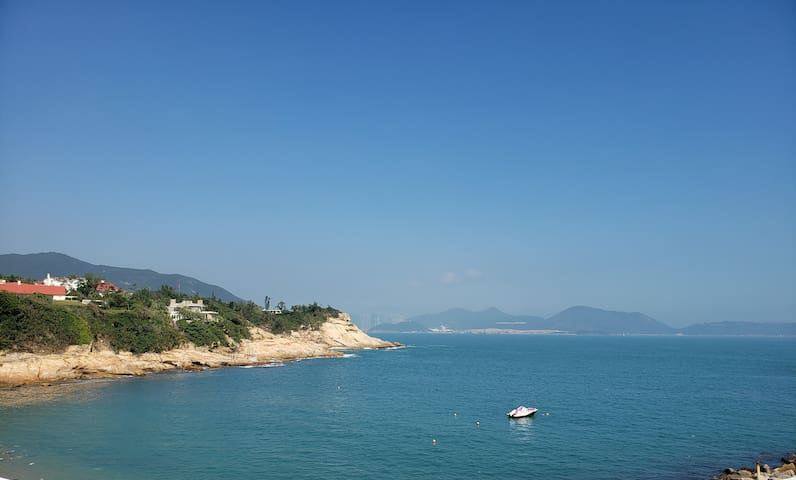 Pacific Ocean view village cottage in Shek O
