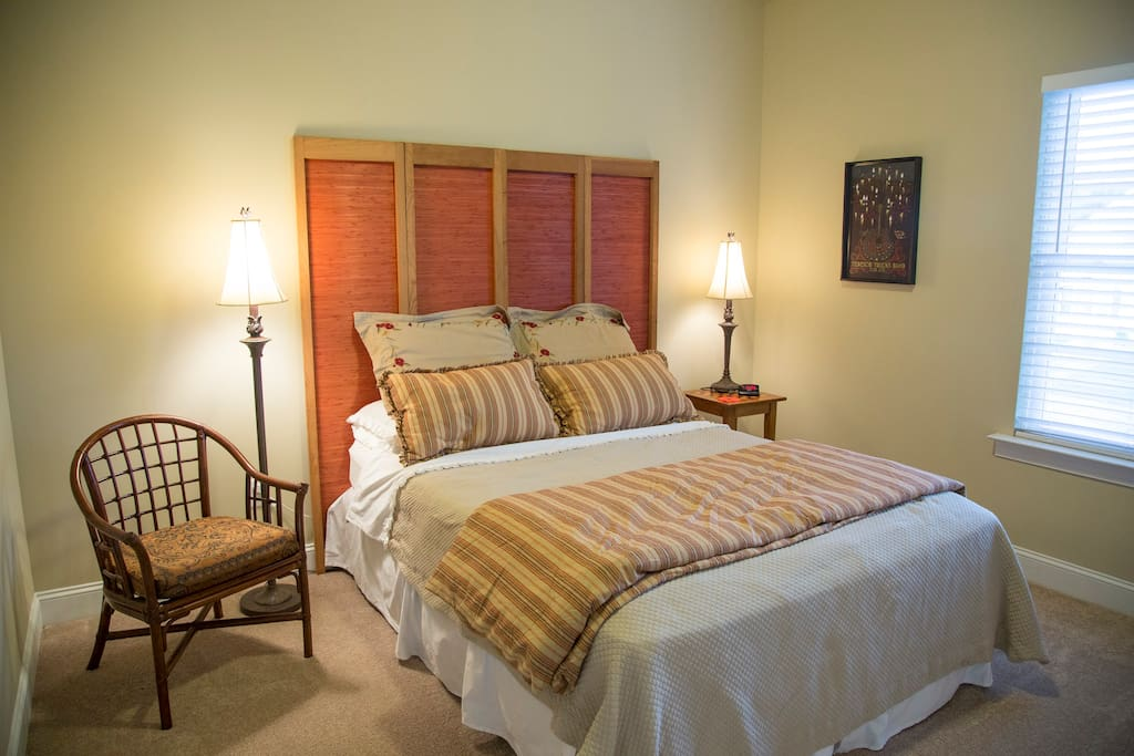 Guest bedroom, queen bed with new quality linens.