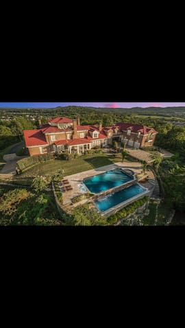 Luxury guestHouse amazing view, heated pool Events