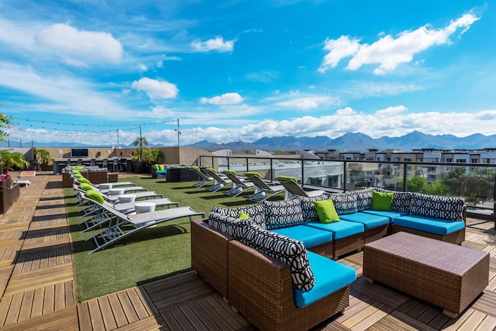 Breathtaking views on the rooftop deck. Plenty of space for relaxing in the sun or grilling with your family or friends. Don't miss the sunsets, they are the best in the country!