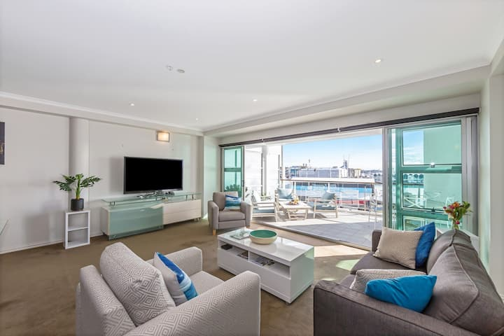 ✨2BR spacious Penthouse Viaduct✨Incredible Views, WiFi & free Parking