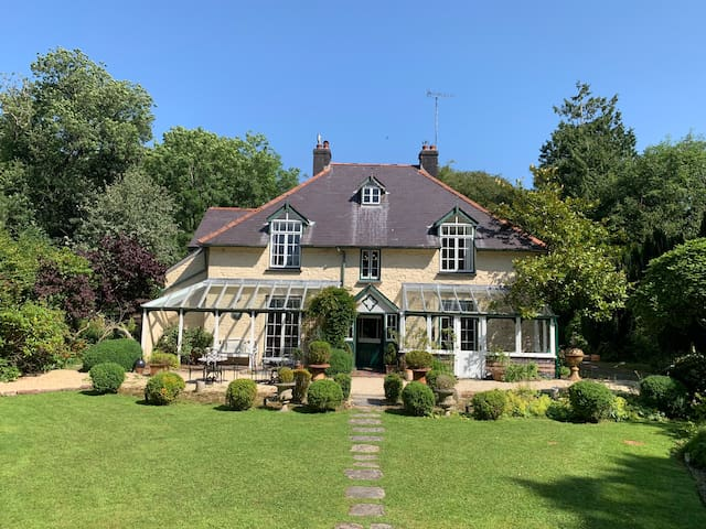 ⭐Secluded Country House 5BR,Cinema Room & Garden❤️