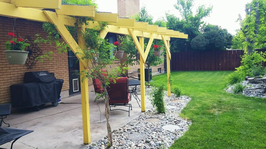 Central apt for solar eclipse and other adventures - Idaho Falls - Apartamento