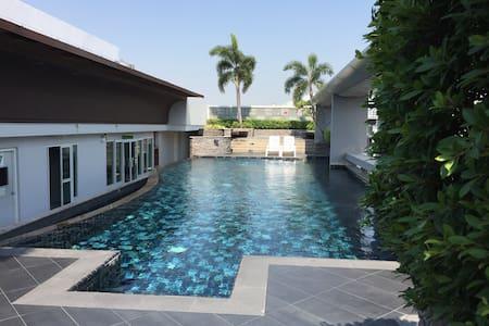 SUKHUMVIT 64 - BTS NEXT DOOR, POOL, FREE WIFI, NEW - Banguecoque - Apartamento