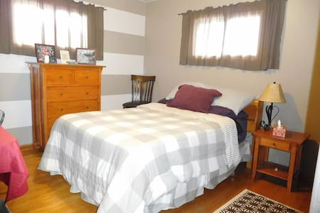 Cozy home located near UWEC! - Eau Claire