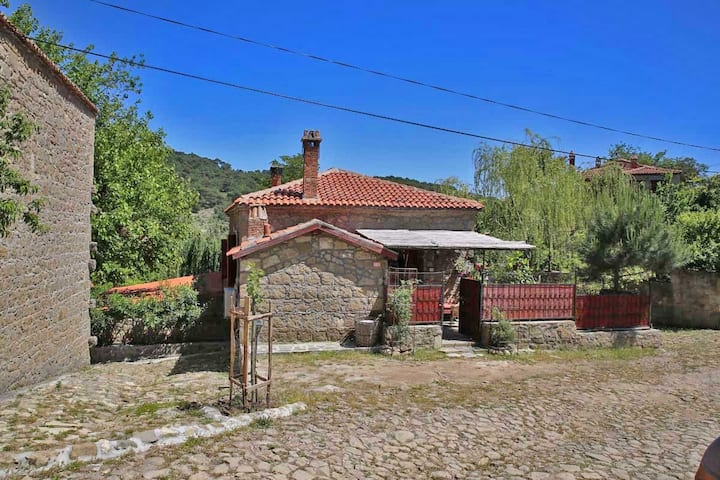 AUTHENTİC STONE HOUSE