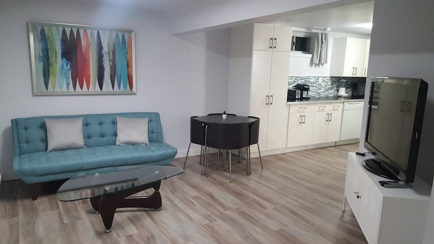 Modern & Tranquil 2 Bedroom Private Suite
