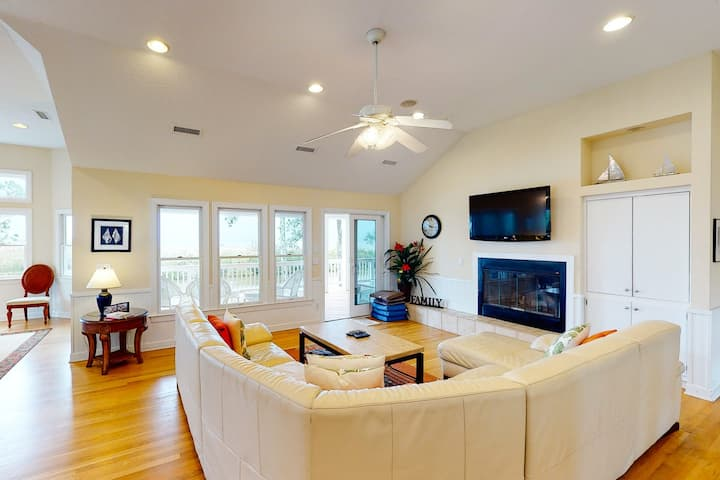 Sunset Central In Amenity-Rich Community w/ Private Pool & Hot Tub