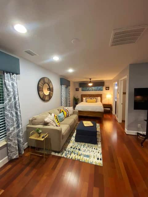 Newly Remodeled Cozy Retreat