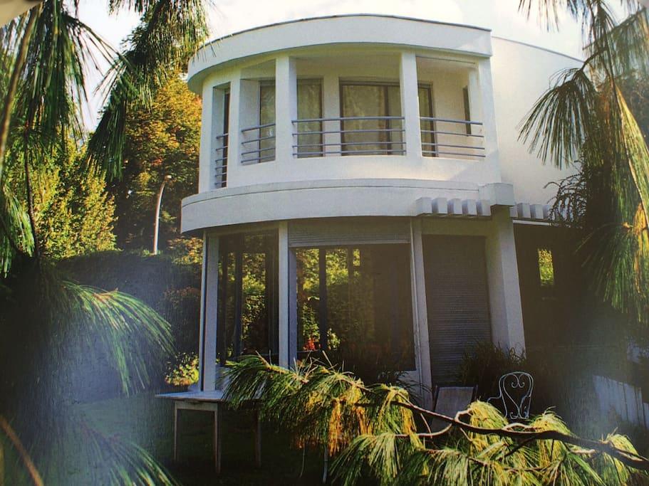 Chambre maison architecte piscine bed breakfasts for for Piscine marly le roi