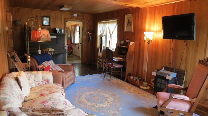 Karla's Cozy Comfy Cabin-dog,cat in outbldg&420 OK