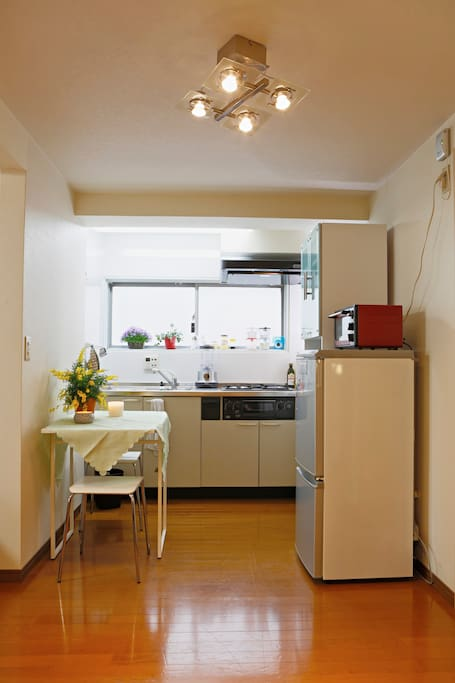 Kitchen with dining table for 1 or 2