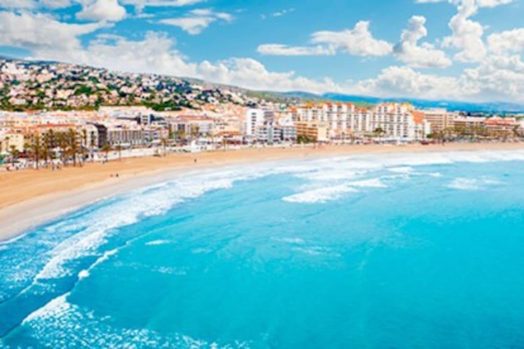 Alcocebre is a very pretty place to stay in holidays.  Alcocebre es un lugar precioso para venir de vacaciones.
