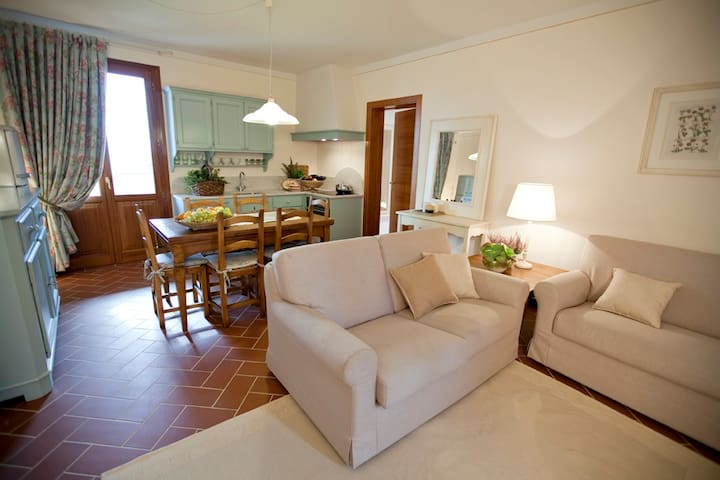 Apt 2 camere vista giardino - Gambassi Terme - Apartamento