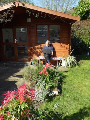 Garden chalet in vibrant Chapel A, Leeds - Guest suites for Rent in ...
