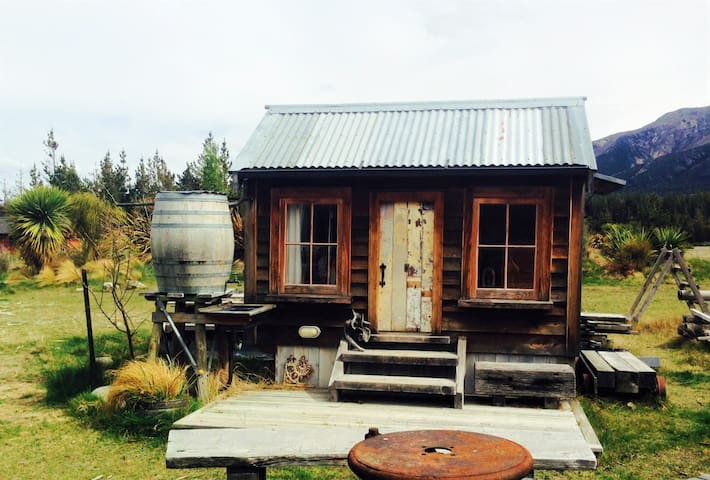 RUSTIC ROMANCE FOR ONE! - Lake Hawea