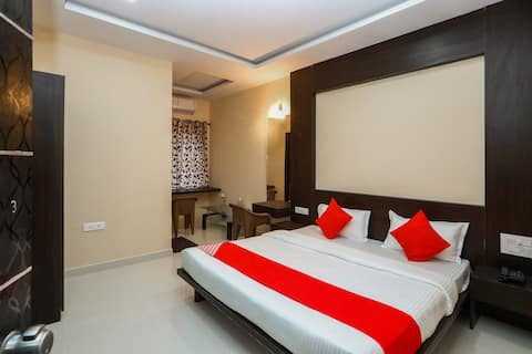 Private Deluxe Ac room near Sara convention hall