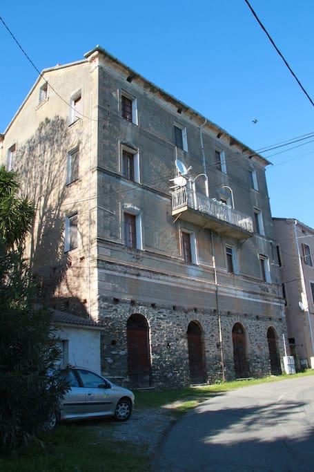 La facade sud de la maison