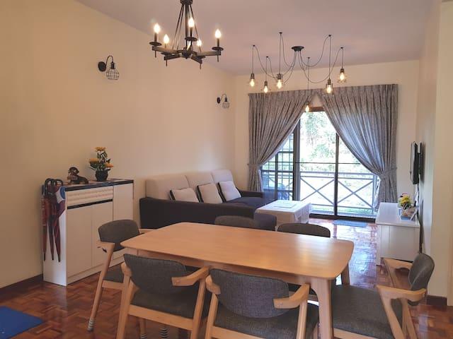 Cozy, Modern, Quiet Apartment with Garden Access