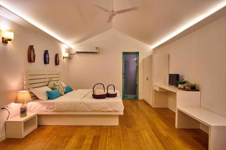2 Premium Romantic Cottages with Breakfast & Pool