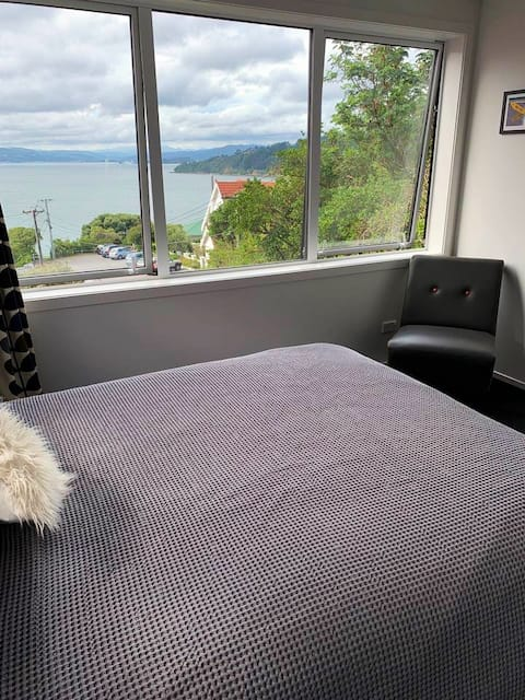 Stylish 1 bed apartment with stunning seaviews
