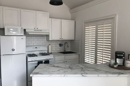 Beautiful Private Studio with Full Kitchen