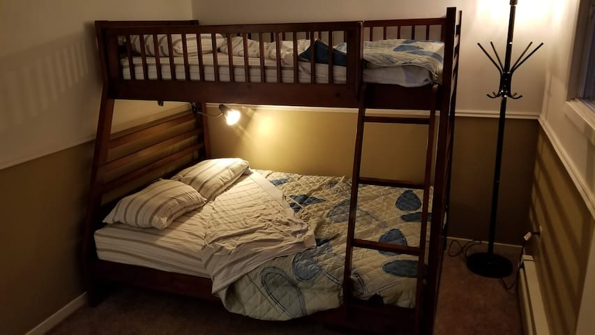 Bunk Beds, Twin over Full