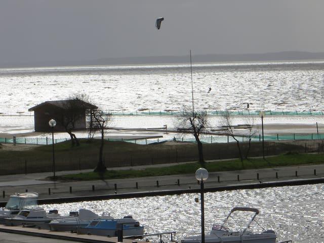 Hourtin Port appt au bord du lac, proche océan