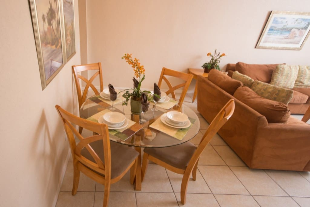 Dining Room - Seats 4
