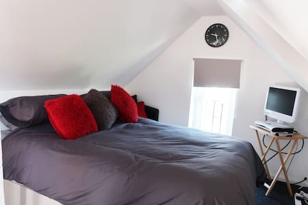 LOFT CONVERSION with double bedroom and en suite