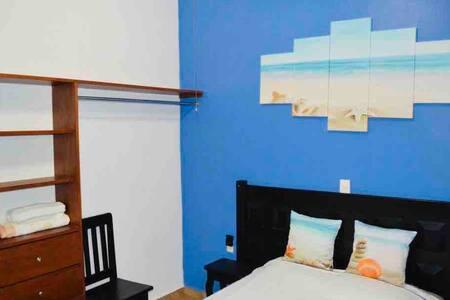 """Casa """"HA"""" Habitación con Terraza WIFI/AC/TV #2"""