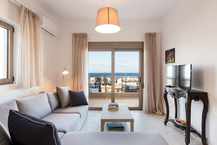 Marianna's apartment - Modern cosy apartment, walking distance to the beach!