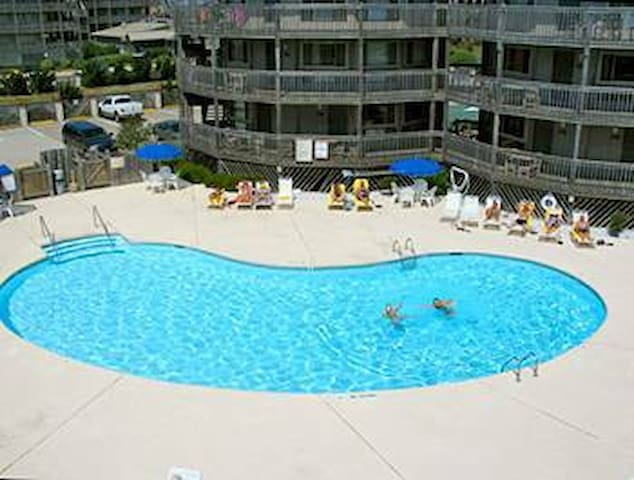 Oceanfront Condo Resort with 3 pools/ 3 hot tubs