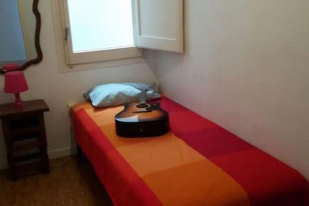 Acojedora habitacion. Cómoda - Appartamento